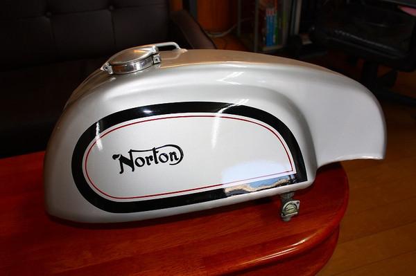 Norton_tank_003